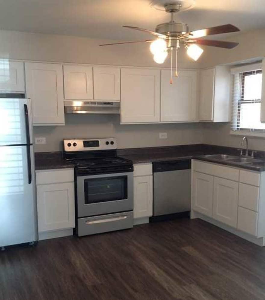 Aurora Apartments For Rent: Aspen Place Apartments - Aurora, IL 60504