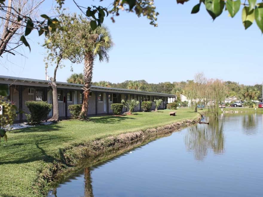 Shoreline Apartments - Jacksonville, FL 32211