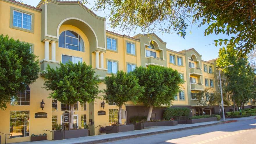 Versailles Apartments - Woodland Hills, CA 91364 ...