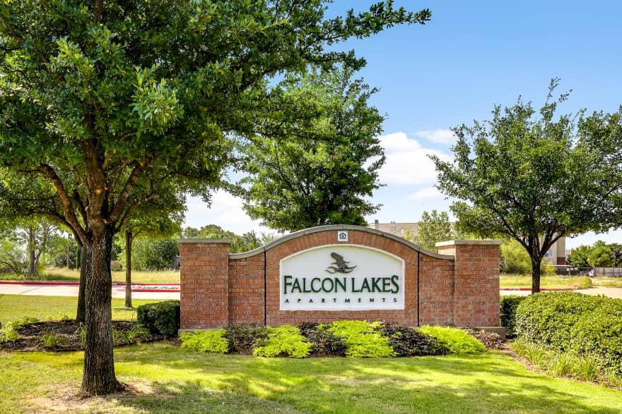Falcon Lakes Apartments Arlington Tx 76001 Apartments