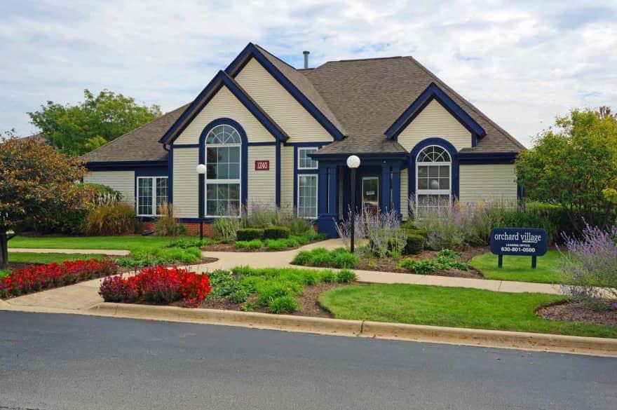 Orchard Village Apartments Aurora Il 60506 Apartments For Rent