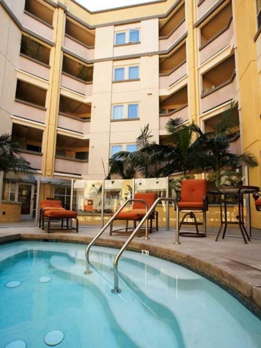 Avalon Apartments Studio: Avalon Wilshire Apartments