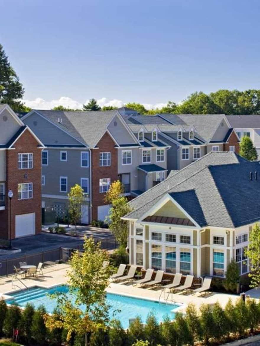 Avalon Apartments Studio: Avalon Huntington Apartments
