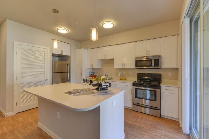 The Madison Bellevue Apartments - Bellevue, WA 98007 ...