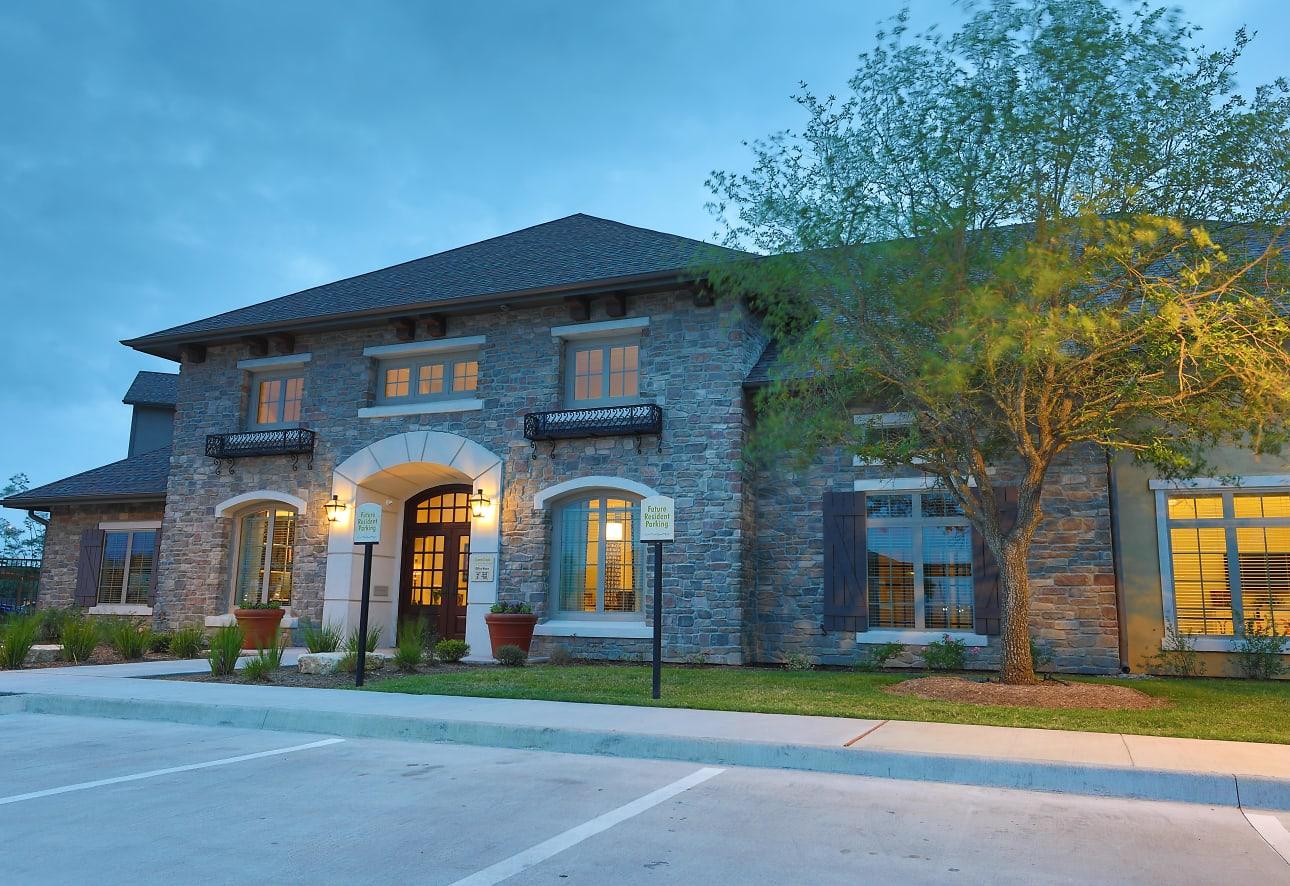 Cypress Creek Apartment Homes At Wayside Drive - Houston, TX 77048