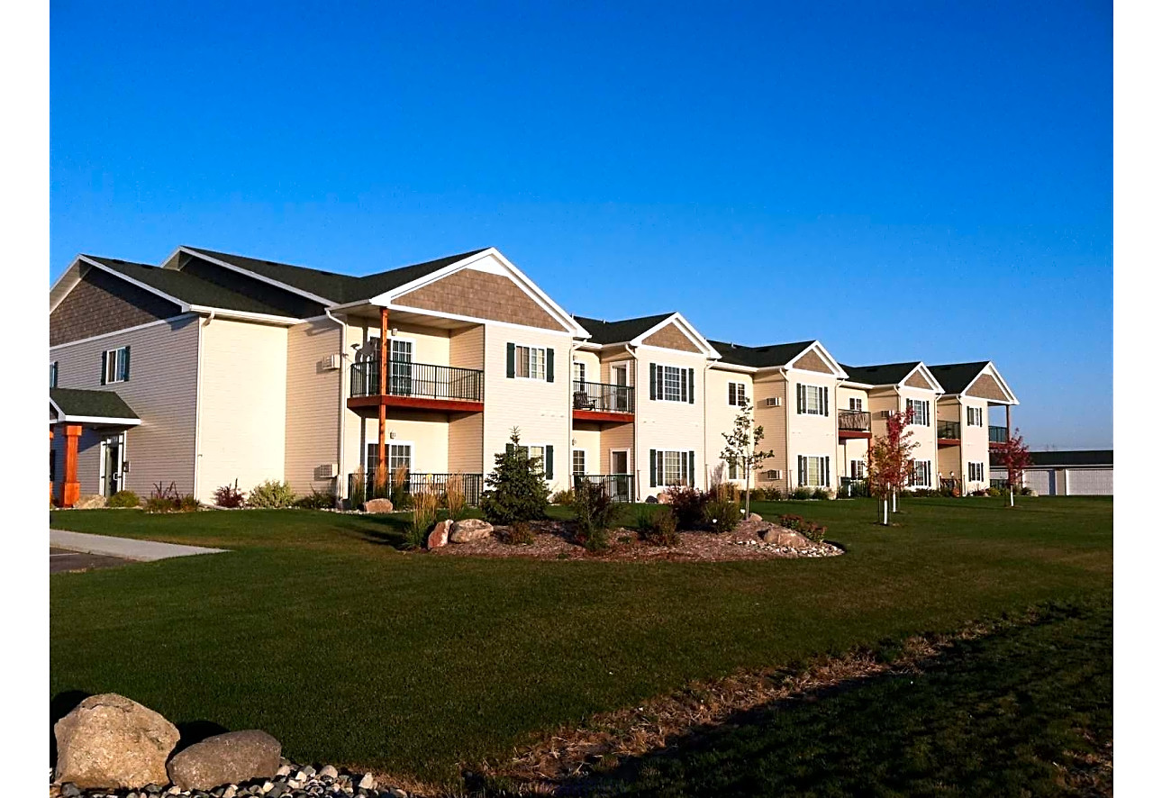 Long Lake Apartments - Detroit Lakes, MN 56501