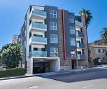 1735 N La Brea Ave, Oakwood, CA