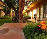Courtyard, Prairie Villas Apartments