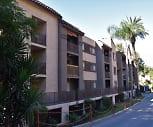 2039 N Las Palmas Ave, Studio City, CA