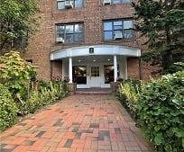 1 Town House Pl 1B, Thomaston, NY