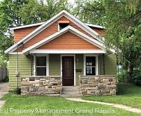 Building, 540 Graceland St NE