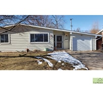 2645 21st Ave Ct, Brentwood Middle School, Greeley, CO