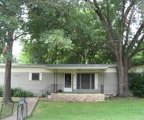 905 NE 5th St, Smithville, TX