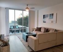 Living Room, 416 E Pine St