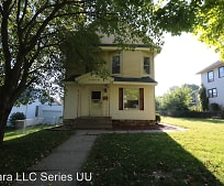 104 S Garfield Ave, Monmouth, IL