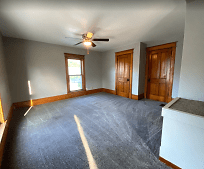 306 6th St SE, Independence, IA
