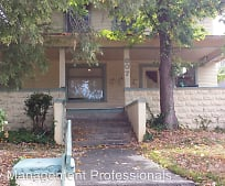 807 NW 5th St, Grants Pass, OR