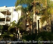 Building, 2222 N Beachwood Dr
