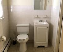 Bathroom, 423 Radcliffe St