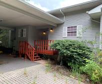 885 Ed Nichols Rd, Hiawassee, GA