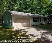 10544 Wildwood Rd, Frankfort, MI