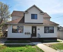 Building, 295 Roosevelt Ave