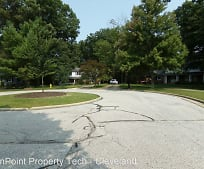 9237 White Oaks Cir, Brecksville, OH