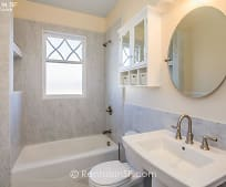 Bathroom, 815 Pierce St