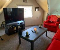 Living Room, 1642 Beechwood Ave