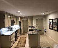 Kitchen, 910 Live Oak Cir