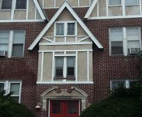 30 Beacon St, Bristow Middle School, West Hartford, CT
