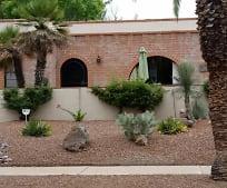 Building, 209 E Los Rincones