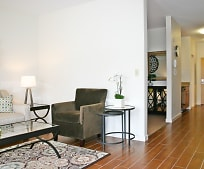 Living Room, 117 Cascade Blvd