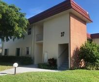 37 Pine Arbor Ln 205, Lakewood Park, FL
