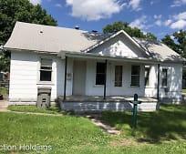 Building, 103 N Oak St