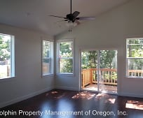 1988 Seabrook Ln, Florence, OR