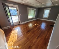 4948 Henry St, Garfield Heights, OH