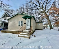 2405 6th St, Muskegon Heights, MI
