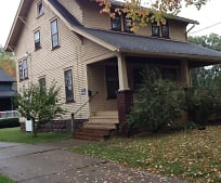 374 Belmont St NW, Niles, OH