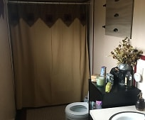Bathroom, 3507 Claremont Rd