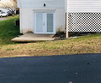3912 Red Bird Ln, Triangle, VA