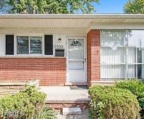 17220 W 13 Mile Rd, Berkshire Middle School, Beverly Hills, MI