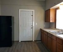 914 N Poplar St, Hutchinson, KS