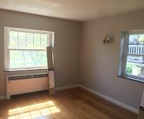 Living Room, 909 Ellison Ave