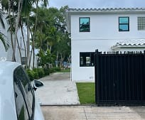 700 NW N River Dr 1, Miami, FL
