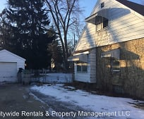 5945 N 39th St, Mequon, WI