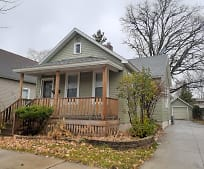 706 10th Ave, Green Bay, WI
