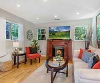 Living Room, 425 Oak Ave