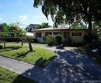 820 NE 138th St, Golden Glades, FL