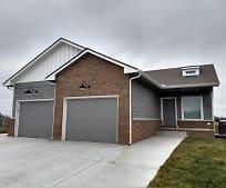 2210 Village Estates Dr, Newton, KS